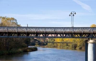 20100417084838-puente-hierro-logrono-destellos.jpg