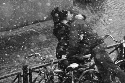 20120106082413-besos-en-bicicleta.jpg