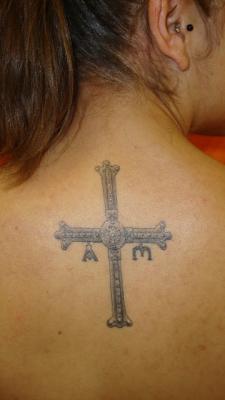 20130804101050-tatuaje-cruz-victoria-asturias-ruben-lapuente.jpg