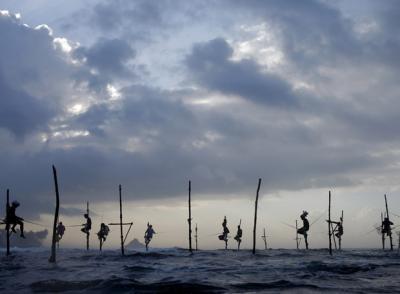 20100109095236-tsumani-pescadores-equilibristas-en-sri-lanka.jpg