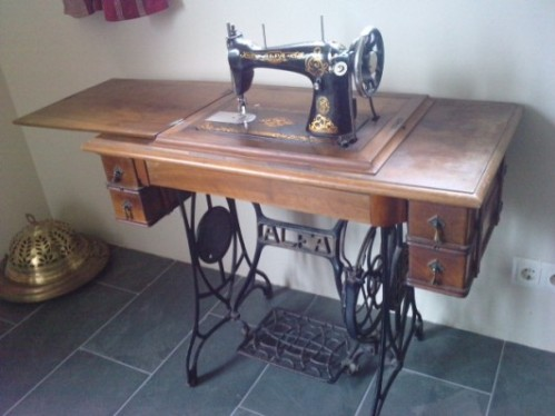 20110407211043-maquina-de-coser-recuerdos.jpg