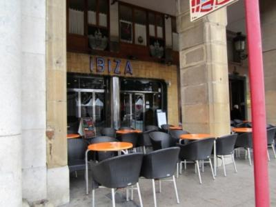 20120722110146-terraza-cafeteria-ibiza-mi-padre.jpg