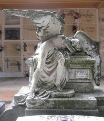 20130126134155-angel-cementerio-de-logrono-huesos-de-mi-madre-ruben-lapuente.jpg